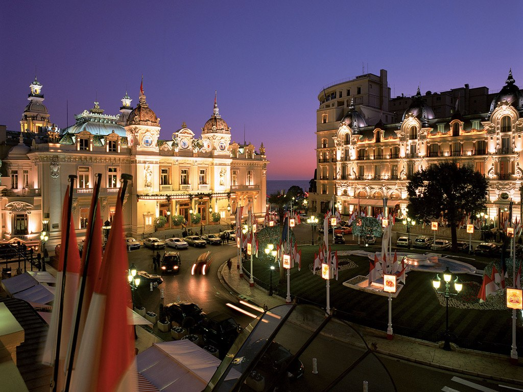 The most luxurious hotels for the vegas experience for Hotels monaco