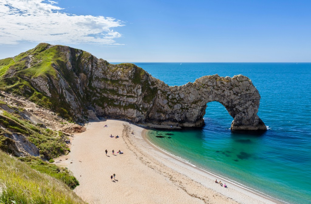F1TEMR The limestone arch of Durdle Door, near Lulworth, Jurassic Coast, Dorset, England, UK