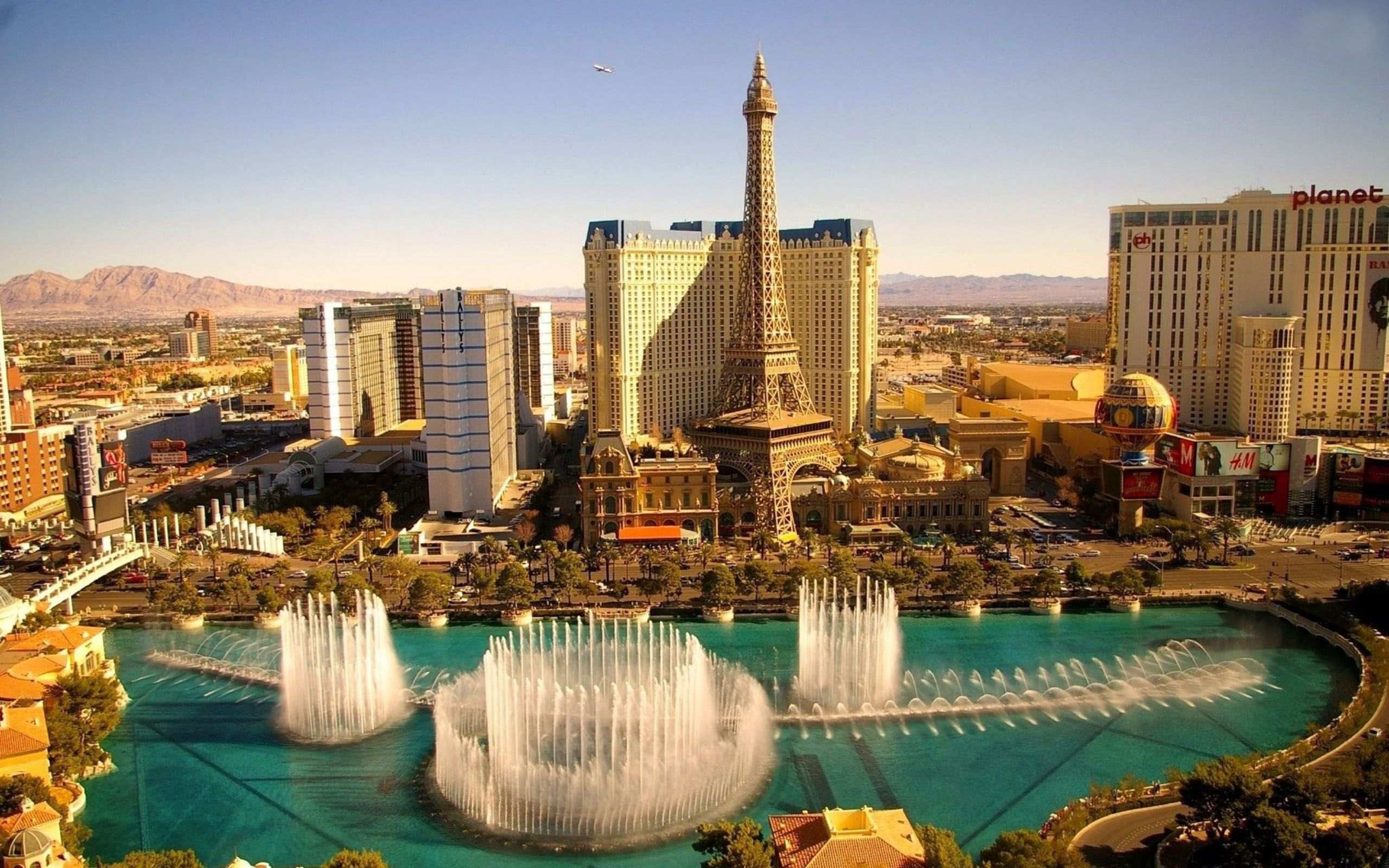 The-Strip-from-the-roof-of-The-Bellagio-Courtesy-Las-Vegas-Tourism